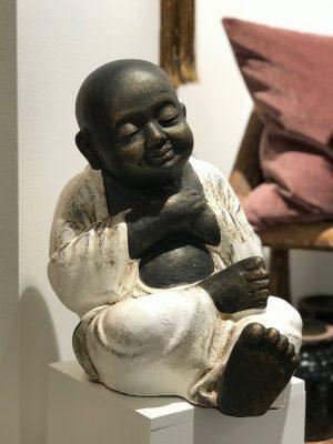 bali buddha figur med lukket øjne