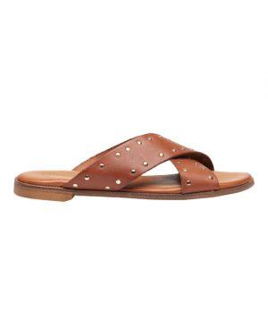 Tim&Simonsen Tine stud slip-in sandaler i camelfarvet skind og guldfarvet nitter