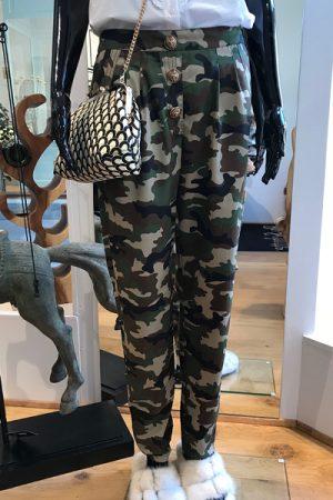 Design by Laerke camouflage bukser med knapper og lommer