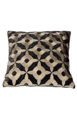 By Living sort empire embrodery pude med mønster 50x50cm
