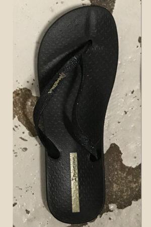 Ipanema sort klip klap sandale med guld detaljer.