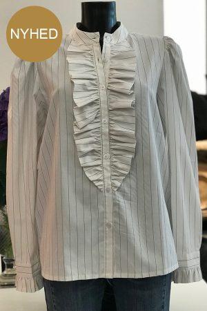 Design by Laerke stribet Anne Ruffe skjorte med flæse. Hvid med sorte striber