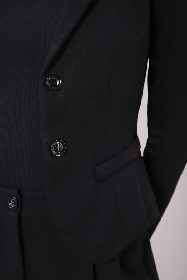 Imperial JS24CBQ sort blazer med to knapper og lommer