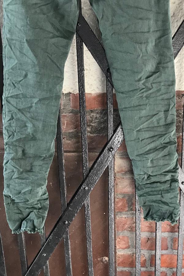 Piro Army grøn jeans PO1225-3 med rå buksekant.