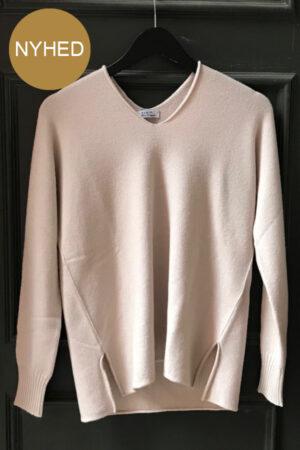 Piro creme viskose strik bluse med V-hals og slidser. Creme. 1760-115A