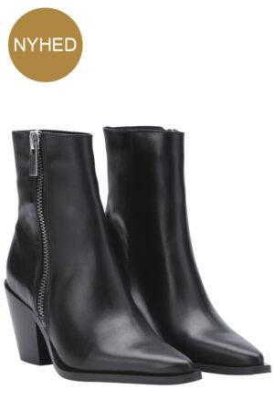 Shoe Biz Copenhagen sort Primus spids skind støvle med lynlås.